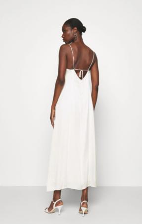 Minimalistische midi-jurk met fijne bandjes en kanten details