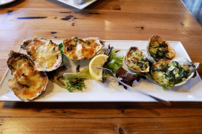 Huîtres gratinées à l'emmental, persil et ail