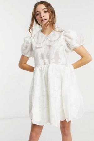 Mini-jurk met pofmouwen en kraagje
