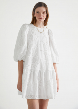 Mini-jurk met pofmouwen en borduursels