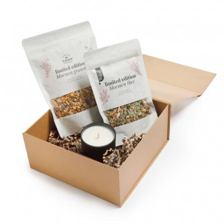 Geschenkbox met bloemengranola, thee en kaars