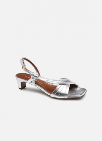 Zilverkleurige sandalen met fijn hakje
