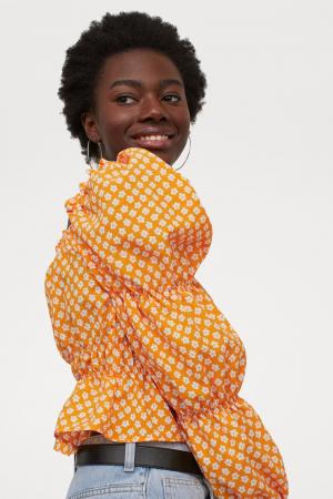 Oranje blouse met pofmouwen