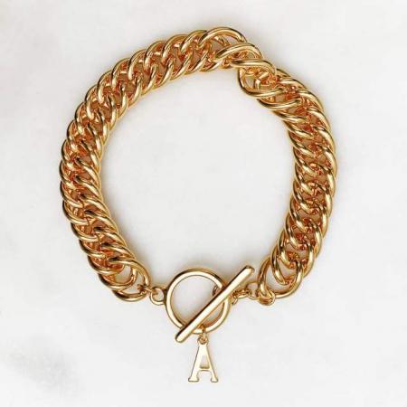 Bracelet à maillons couleur or avec initiale