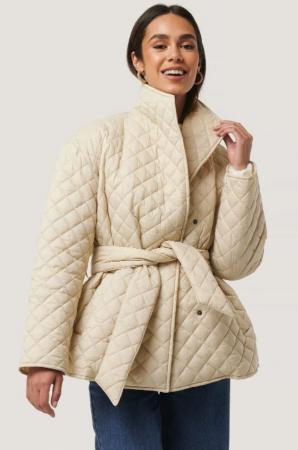 Beige jas met riem