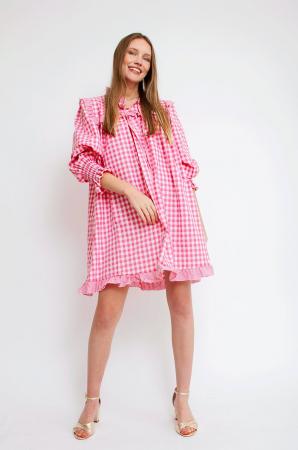 Robe rose et blanche à motif vichy et manches trois-quarts