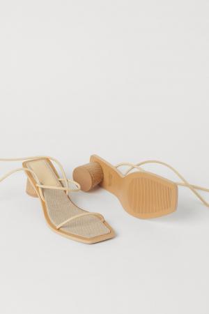 Sandalen met strikbandjes