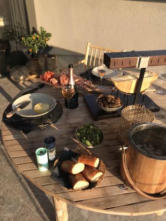 Le dîner servi sur la terrasse