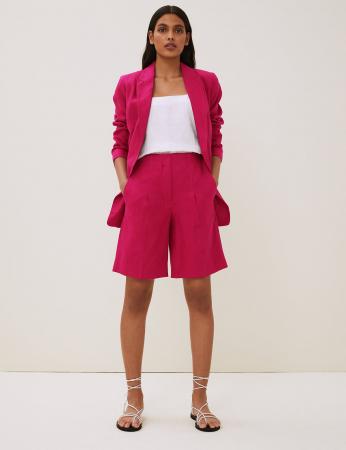 Un short habillé en lin
