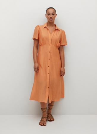 Une robe chemise légère