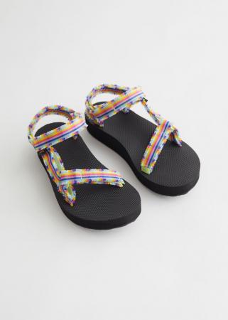 Sandalen met kleurrijke linten