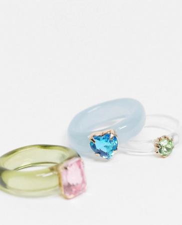 Plastique et pierres de cristal