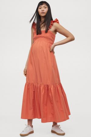 Oranje maxi-jurk met smokwerk en schouderbandjes met volants