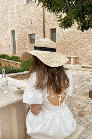 Witte jurk met pofmouwen