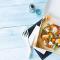 Maandag: pizza royale met kaas, tomaat en salami