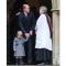 Prins William slaat een praatje met de dominee