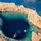 Parce que l'archipel est bordé par une mer azur