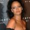Opteer voor smokey eyes (maar blijf weg van zwart) zoals Rihanna