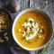 Dinsdag: zoete-aardappelsoep met cashewnoten en zure room