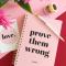 Roze notitieboekje met opschrift 'Prove them wrong'