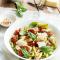 Vrijdag: macaroni met pesto en gegrilde kip