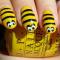 Gele nagels met bijtjes