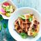 Vrijdag: bladerdeegwafeltjes met kip en mozzarella en een fris tomatenslaatje