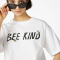 T-shirt van organisch katoen met opschrift 'Bee kind'
