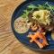 Gegrilde steak met papaya, avocado en kokosmelk