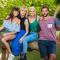 Boer Jan neemt Romina (27, Dudzele), Laura (27, Gent) en Stephanie (28, Outer) mee naar Australië