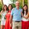 Boer Manu neemt Rita (51, Burst), Christine (49, Nieuwkerken-Waas) en Hilde (49, Heusden-Zolder) mee naar Zuid-Afrika