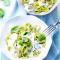 Groene tagliatelle met pestoroomsaus en basilicum