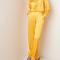 Gele pyjama met streepjesmotief
