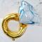 Een folieballon in de vorm van een diamanten ring
