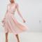Poederroze midi-jurk met kanten body en mouwen