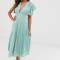 Muntgroene jurk met V-hals en kanten details
