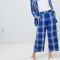 Kobaltblauwe broek met witte ruiten
