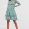 Kanten mini-jurk in saliegroen met lange mouwen