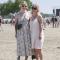 De festivaltrend: zomerjurken en chunky sneakers