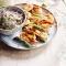 Saté van scampi's en groene asperges met kruidige quinoa