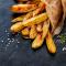 Gepofte frietjes met rozemarijn en look