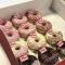 Donuts proeven op de redactie. Ook dat is onze job.