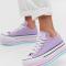 Lilakleurige sneakers met gestreepte plateauzolen