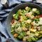 Donderdag: caesarsalade met pasta en avocado