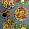 Lunch: maaltijdsalade met geroosterde groenten, linzen en olijven
