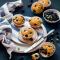Muffins met blauwe bessen en witte chocolade