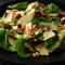 Salade met peer, kip, walnoten, pijpajuin en een dressing van honing en mosterd (30 min)