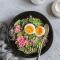 Spinaziesalade met quinoa, radijs en ei
