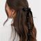 Haarspeld met zwarte fluwelen strik bezet met parels