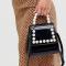 Zwarte handtas in fake lakleer bezet met parels